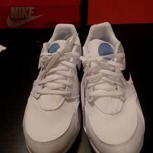 Nike Shoes - Nike LD Victory